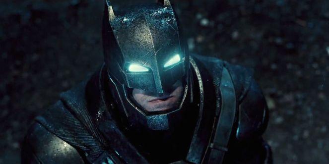 Batman-V-Superman-Armored-Batsuit-Costume-Comic-Con.jpg